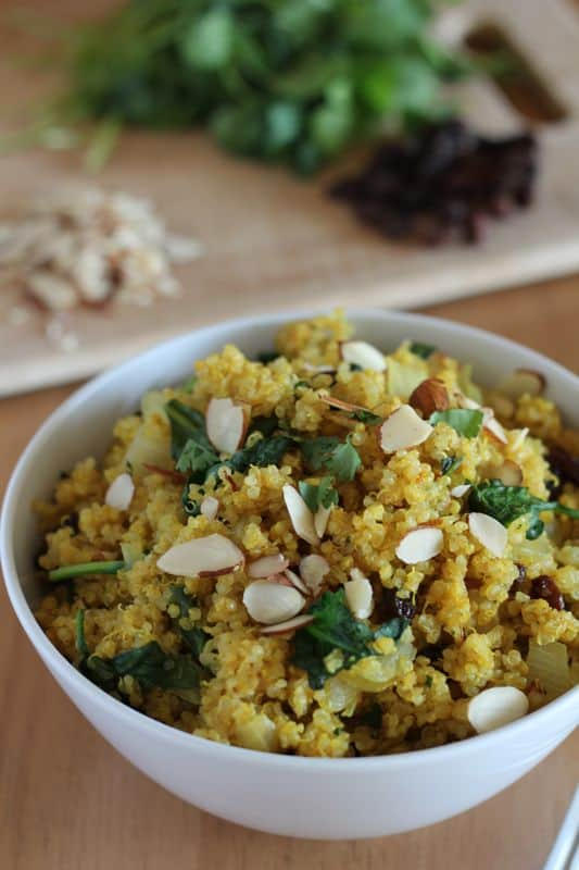 Curried Quinoa Bowls + 20 other quinoa salad recipes to enjoy this spring!